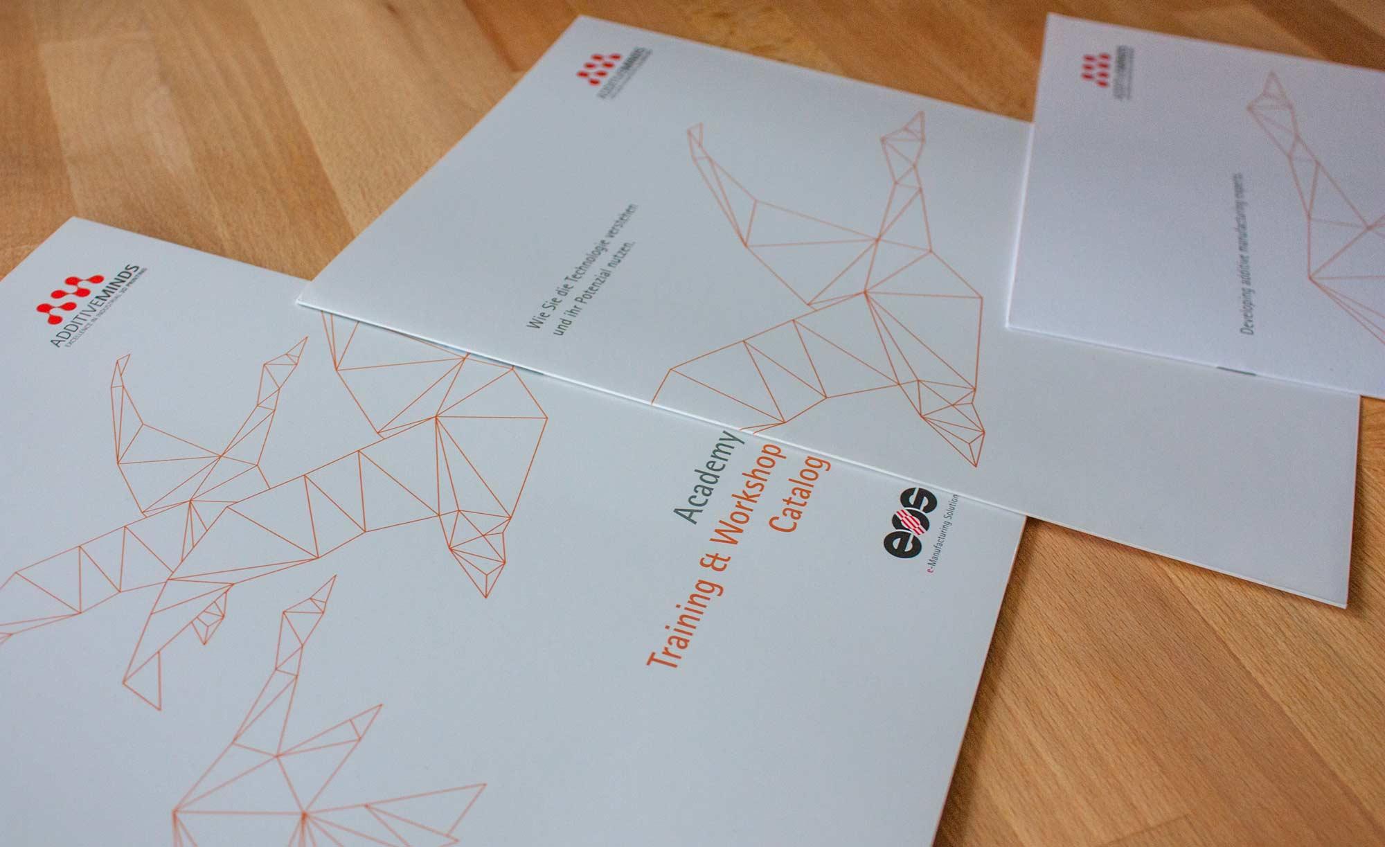 Coverreihe für Trainingsprogramme mit Schwan als Polygonform