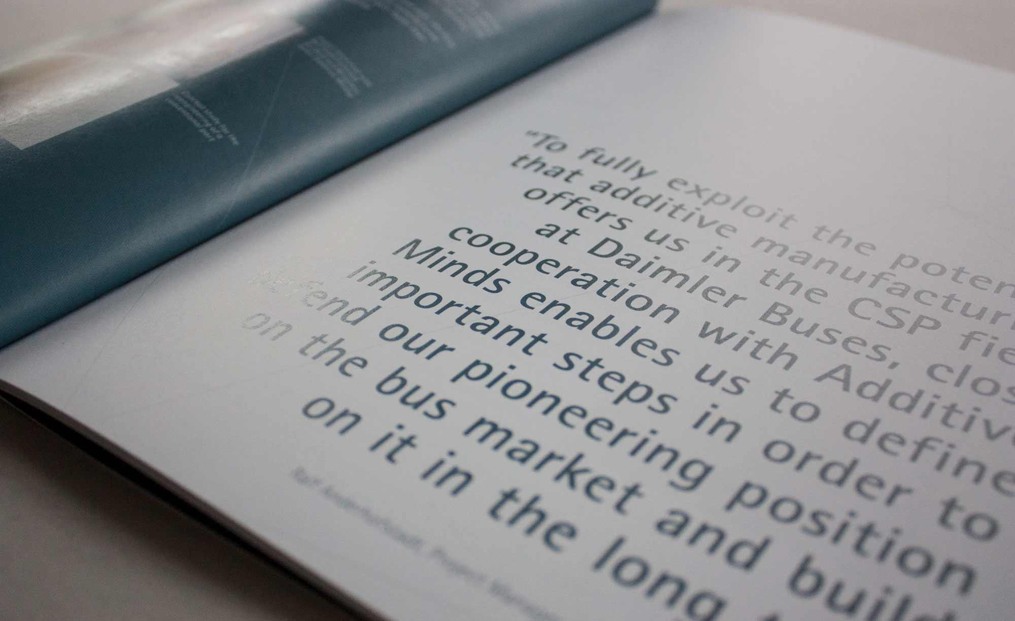 Nahaufnahme Satz Innenteil der Broschuere Additive Minds
