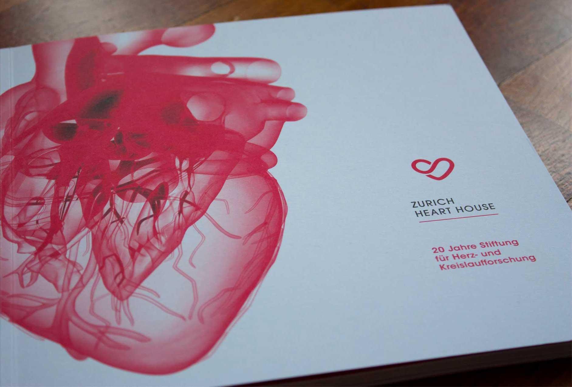 Mit transparent-rotem Herz gestaltetes Cover für das Zurich Heart House, Zuerich