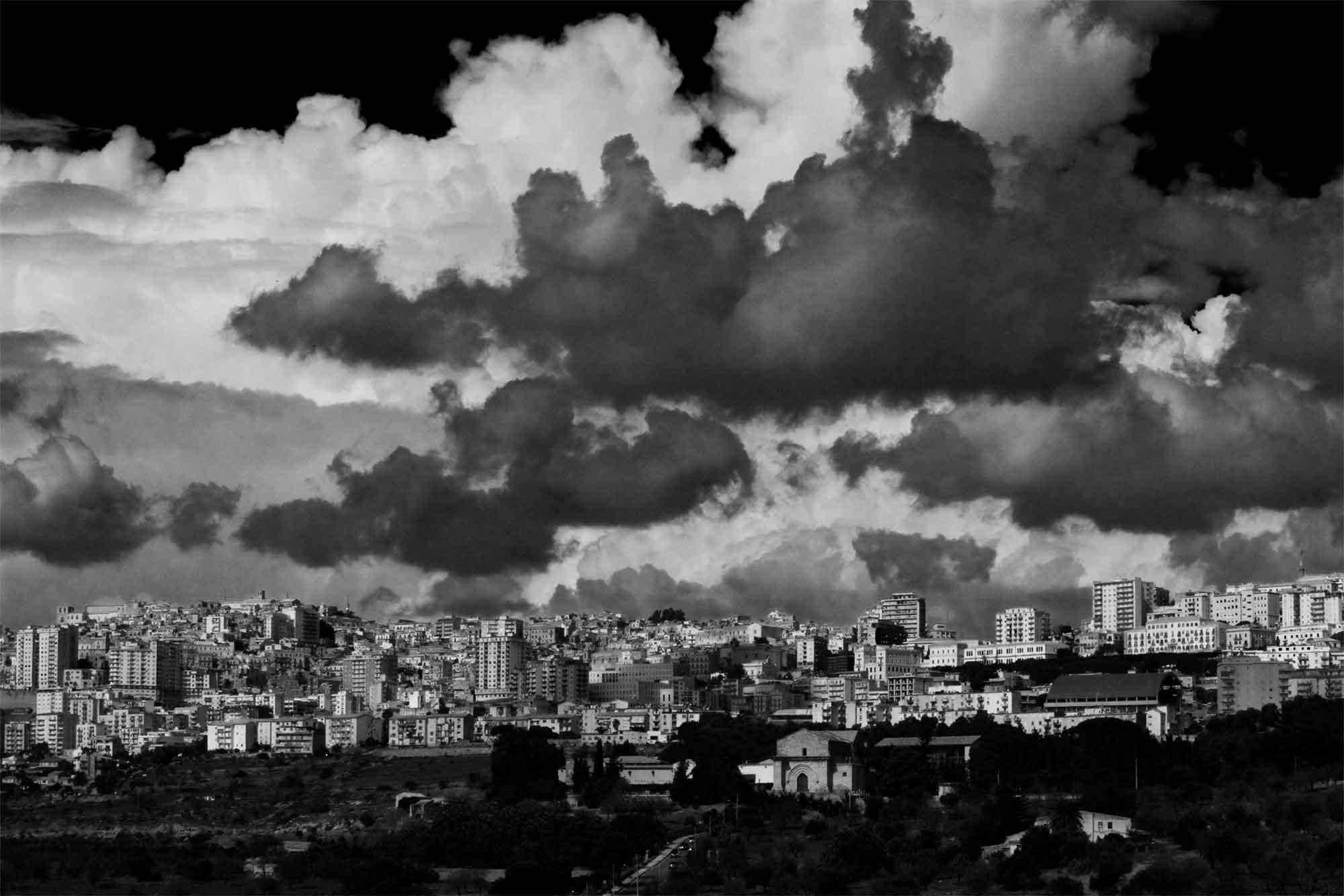 Agrigent, Sizilien: Stadtblick mit Wolkenformation